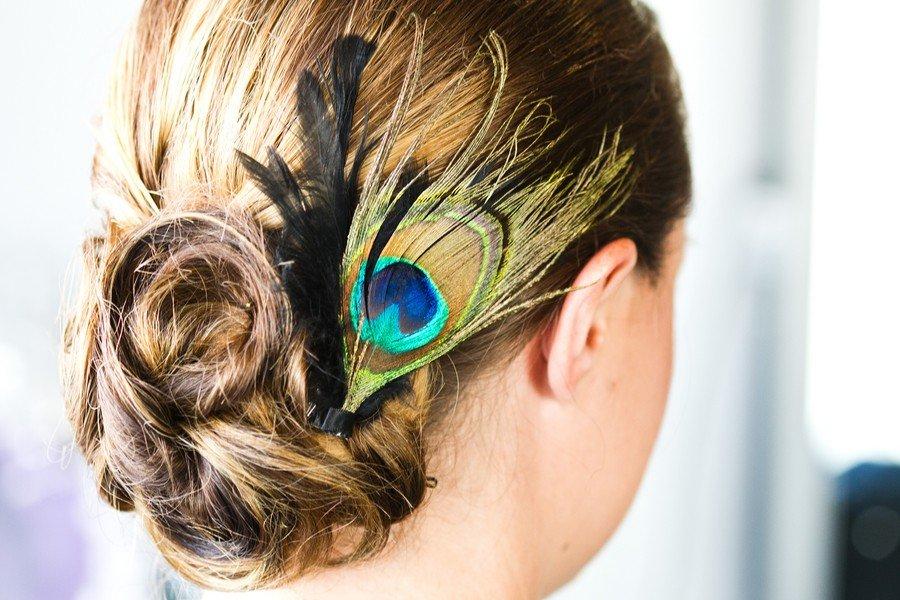 Пучок перьев в причёске это