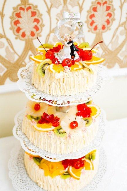 Яркий торт и декор фигуркой