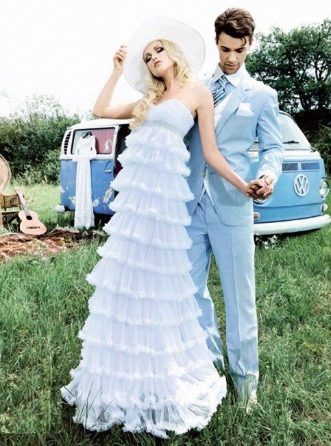 Наряд невесты и жениха в небесно-голубом цвете