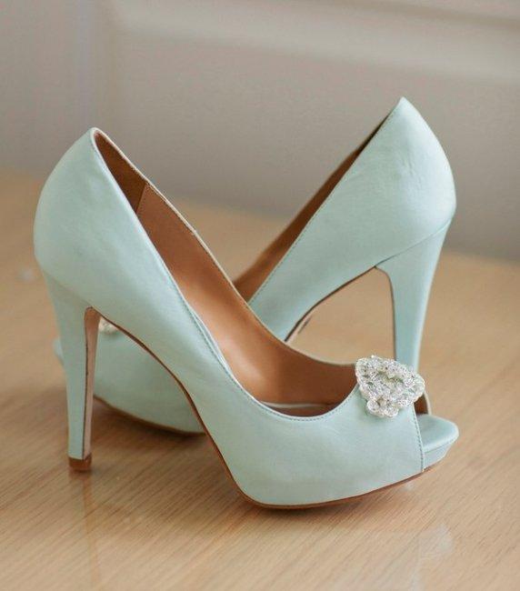 Туфли невесты в небесно-голубом цвете