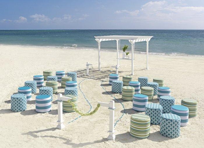 Пляжная свадьба в небесно-голубом цвете