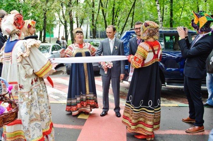 Выкуп невесты в народном стиле