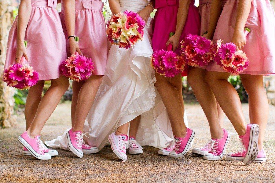 Кеды и свадебное платье