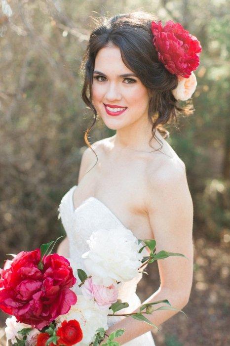 Фото прически невесты с цветами