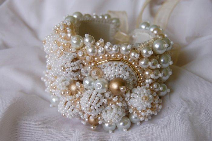 Необыкновенный браслет невесты из бисера и бусин