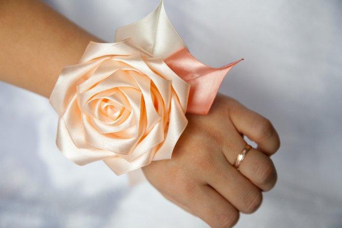 Очаровательная роза из ленты для браслета