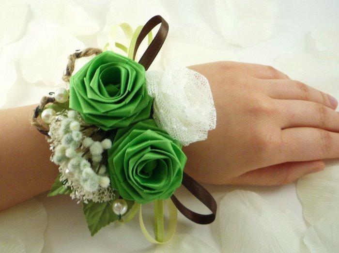 Очаровательный браслет с тканевой розой