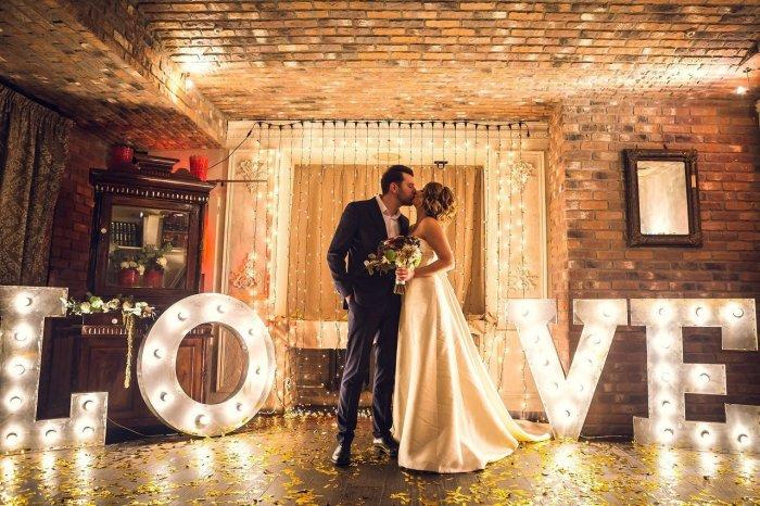 Большие буквы для освещения свадьбы