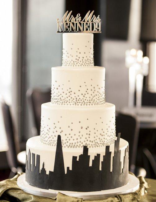 Свадебный торт с урбанистическими принтами