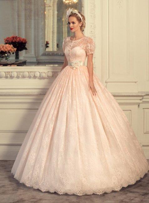 Свадебное платье в персиковом цвете