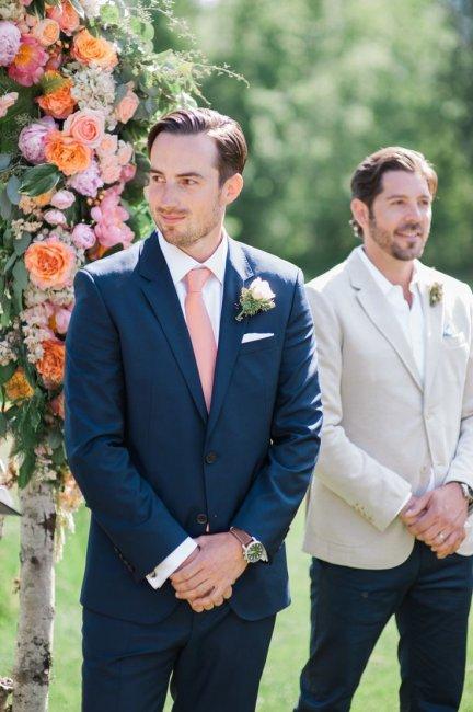Персиковый галстук для жениха