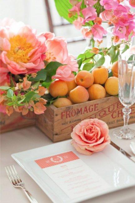 Персики в свадебном декоре