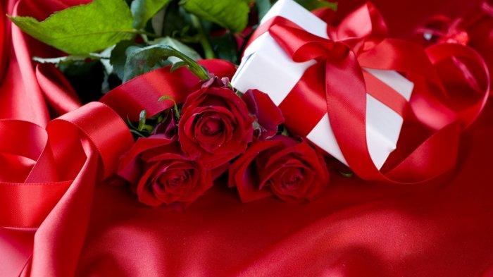 Букет красных роз на красную свадьбу