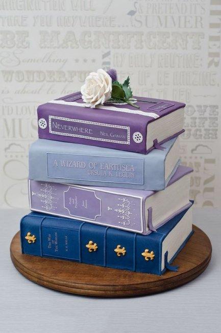 Торт в виде книги на бумажную свадьбу
