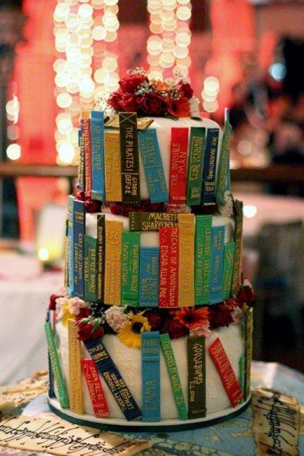 Торт-книга на бумажную свадьбу