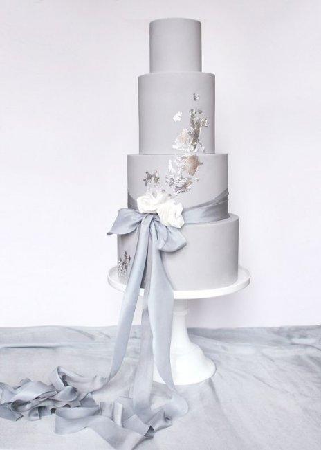 Торт с серебристой мастикой