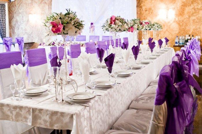 Декор свадебного зала в сиреневом цвете