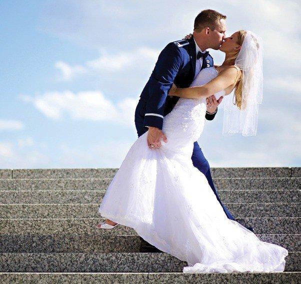 Наряды для бело-синей свадьбы