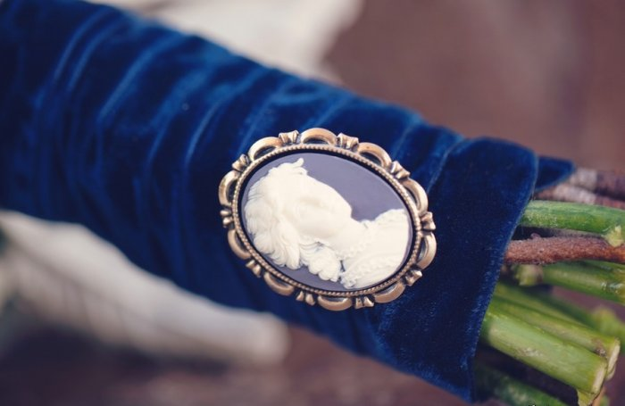 Сине-белый декор ножки букета
