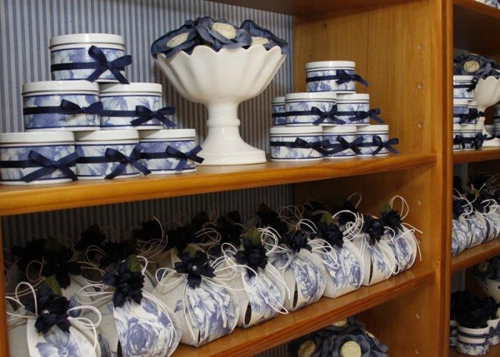 Бело-синие свадебные сувениры
