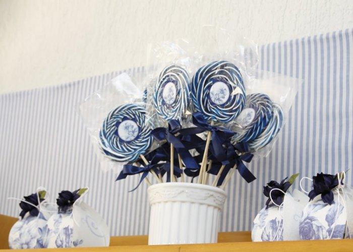 Бело-синие съедобные бонбоньерки