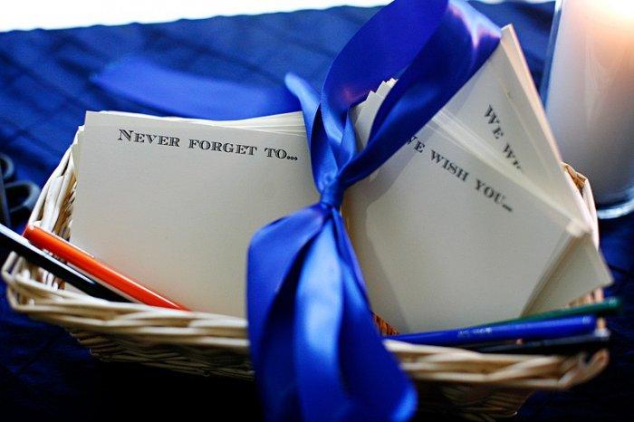 Свадебные аксессуары в бело-синем цвете