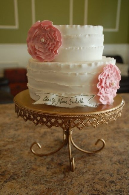Торт украшенный цветами из мастики