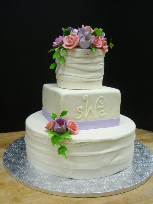 Украшение торта розами