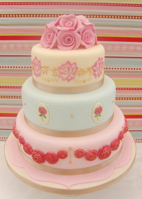 Розовый торт на свадьбу