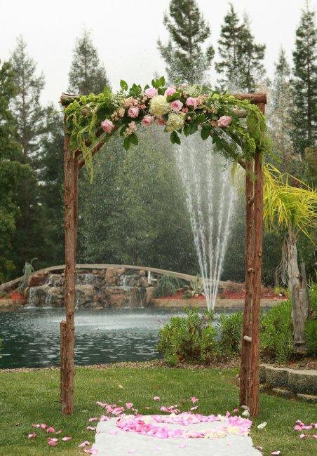 Модная арка из цветов