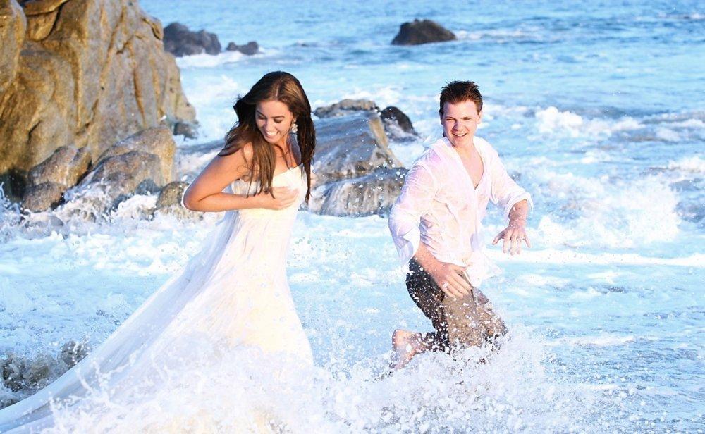Веселая фотосессия на берегу