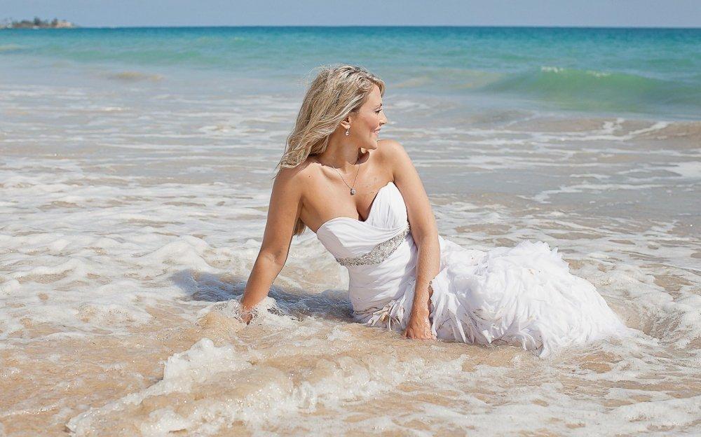 Невеста на берегу