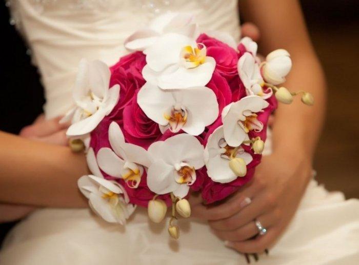 Свадебный букет розовая розами орхидеями