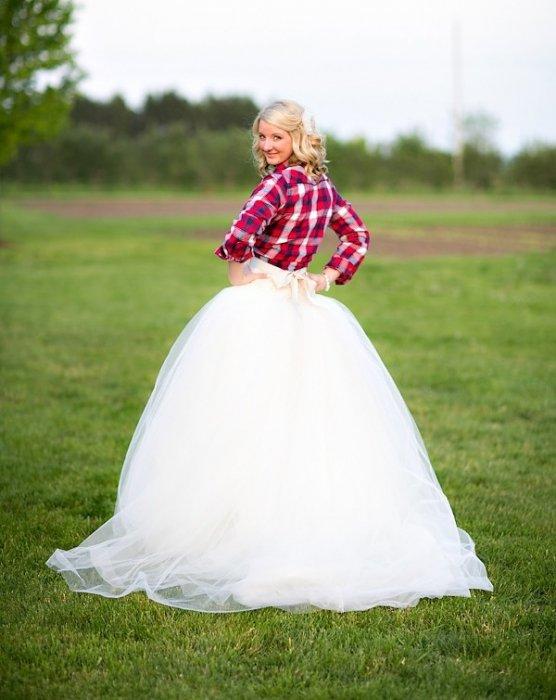 почему на невесте нет трусов фото