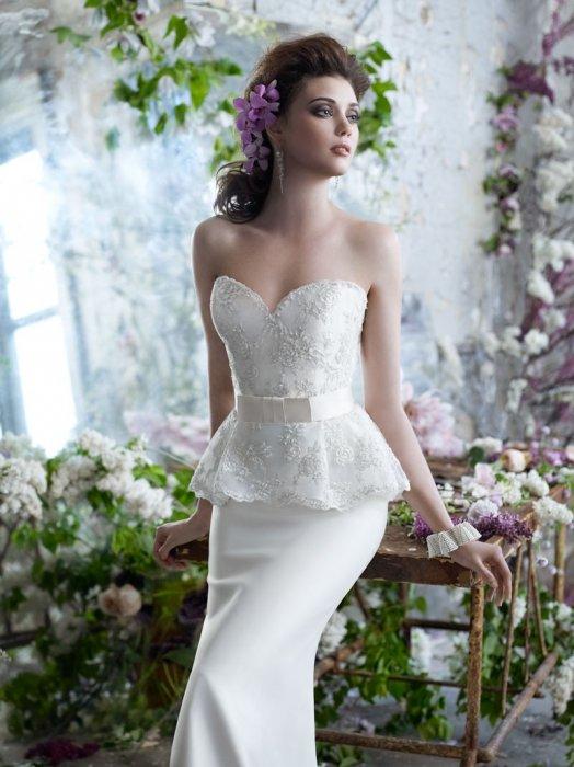 Короткие свадебные платья с баской