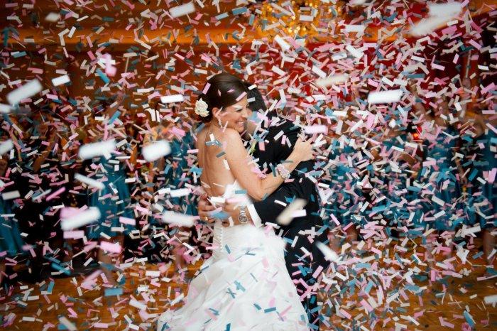 Фото хлопушки на свадьбе