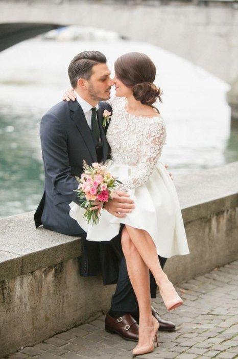 Жених с невестой фото короткое платье
