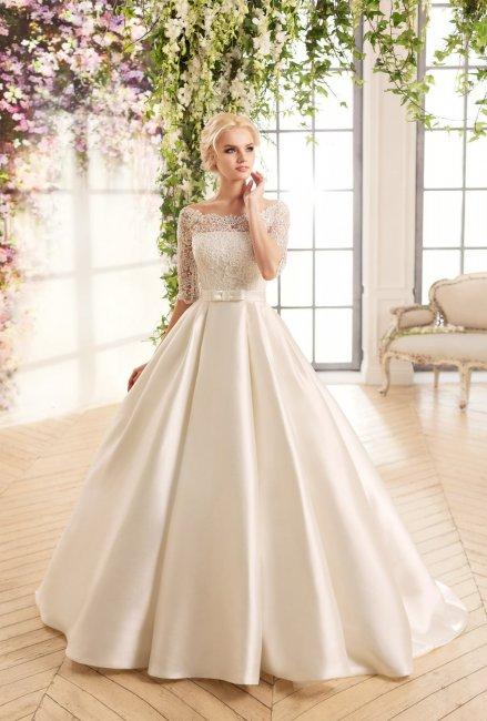 Образ невесты в атласном платье
