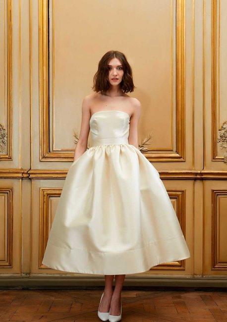 df6a2ada299cfcc Короткое свадебное платье из атласа. Прекрасный выбор для ретро-свадьбы