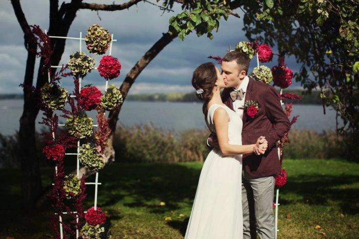 Фото свадьба в бордовом цвете