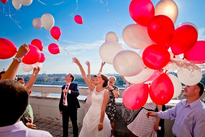Конкурсы с воздушными шарами на свадьбу (идеи)
