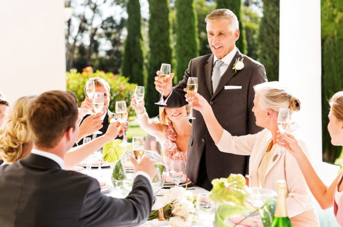 молодых на история свадьбе знакомство про