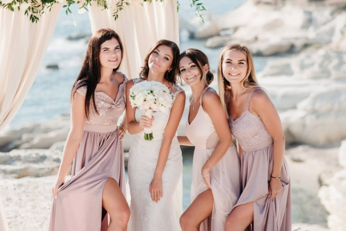 3052b49bf99 Платье на свадьбу к подруге  модные фасоны