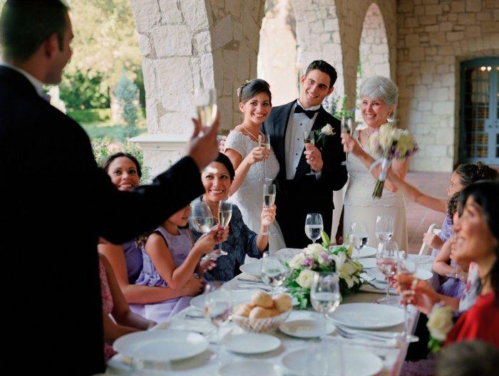 Не один свадебный банкет не обходится без тоста за любовь