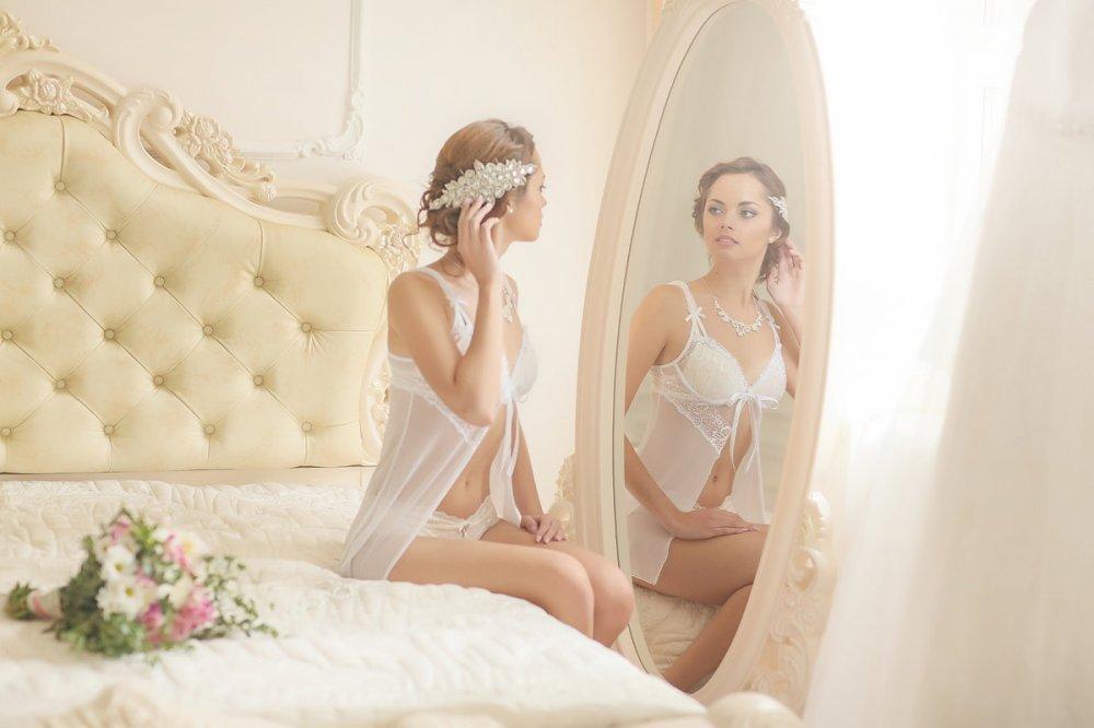 съемка невест в белье стесняется хоть