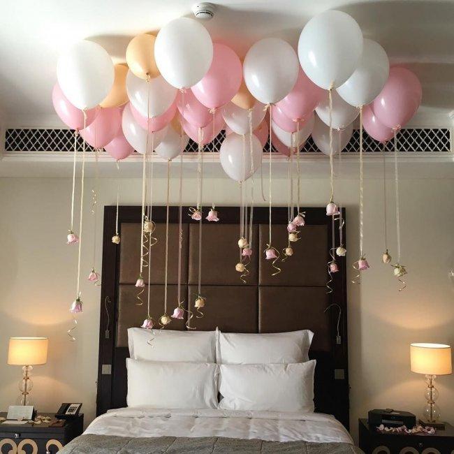 Украшение спальни молодоженов шариками