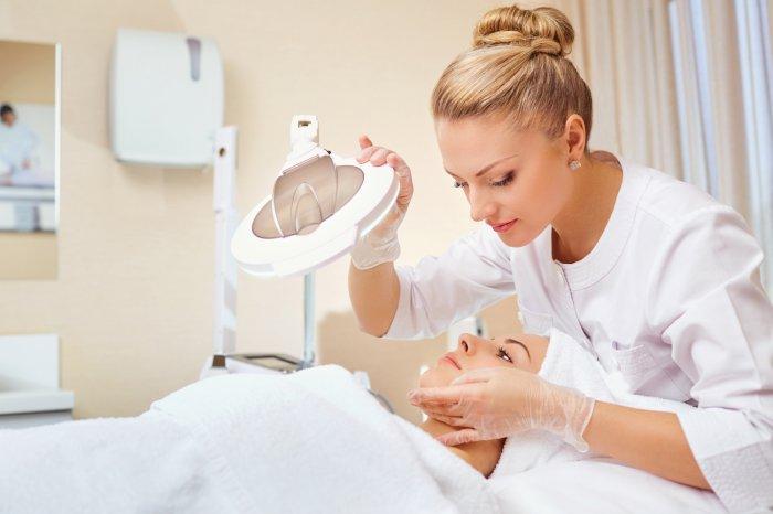 Осмотр и процедуры у косметолога