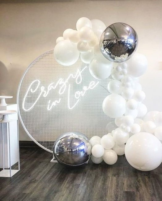 Оформление шарами свадебной фотозоны
