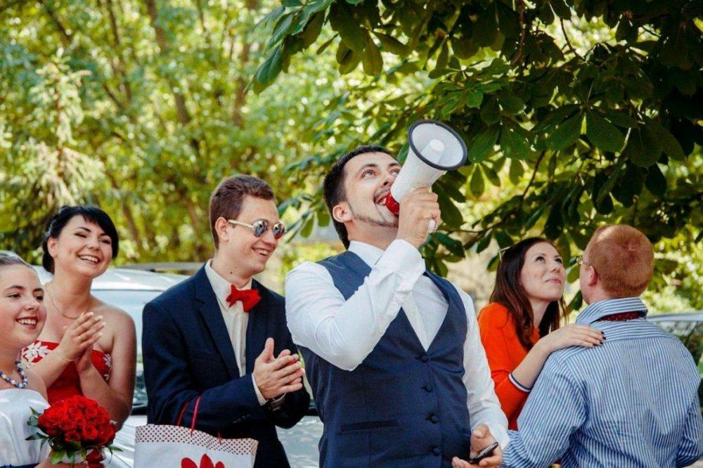 Красивая невеста собирается получить груповой трах потому что это ее свадебный подарок от мужа