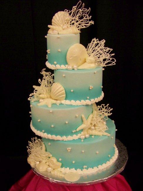 И украшаем свадебный торт своими руками